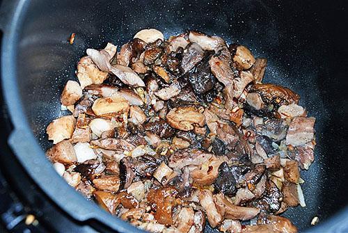 жарить грибы в мультиварке
