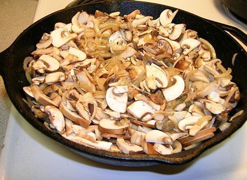 лук с грибами жарить