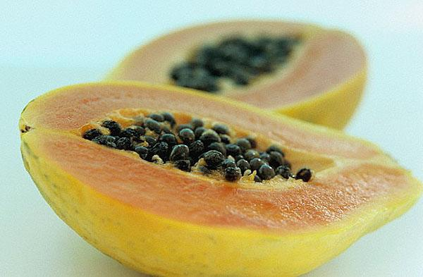 плод бананового дерева с семенами