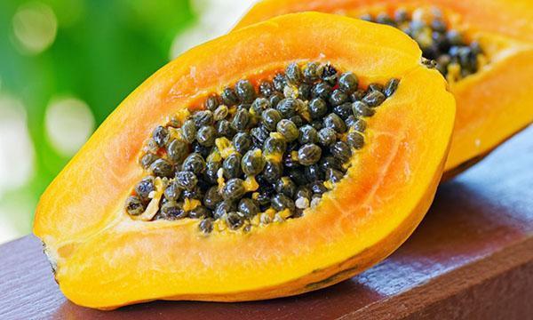 разрезать спелый плод