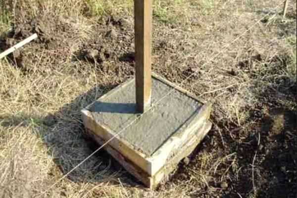 установка металлического столба