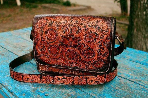 сумочка из тисненной кожи