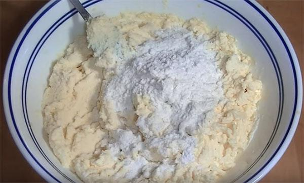 добавить картофельный крохмал