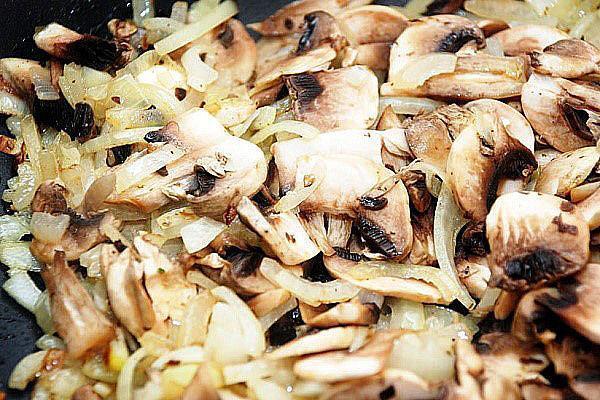 обжарить грибы с луком