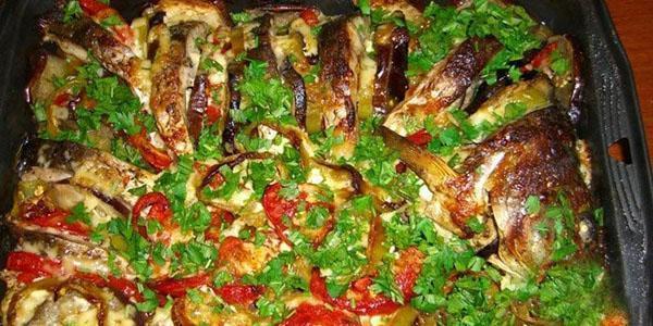 запеченный в духовке карп с овощами