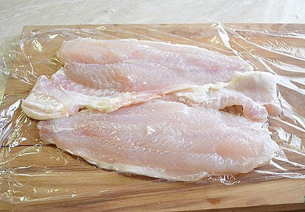 слегка отбить рыбное филе
