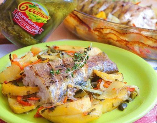 запеченный судак с овощами