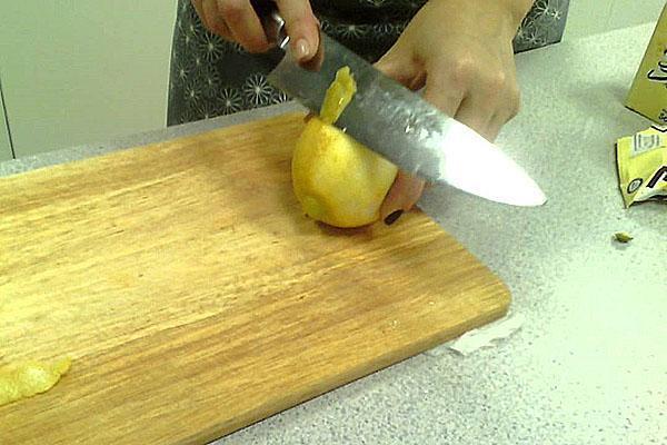 снять кожуру с лимона