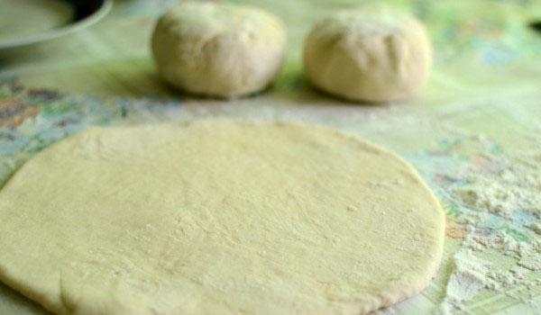 раскатать пирожок в лепешку