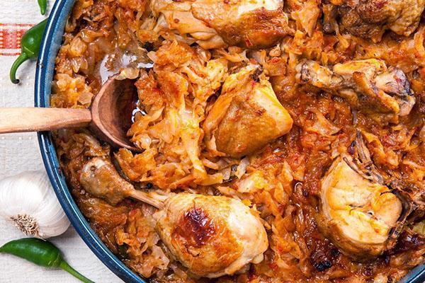 вкусная тушеная капуста с картошкой и мясом