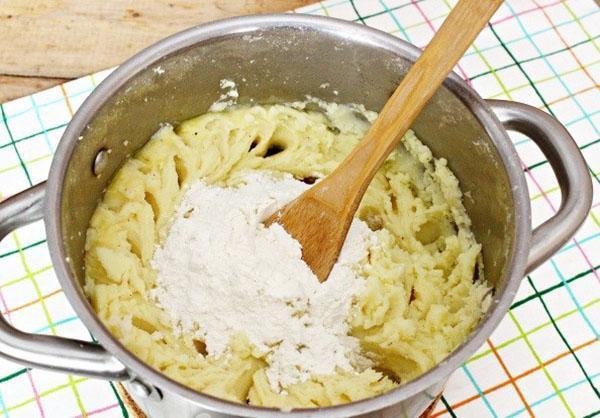 замесить картофельное тесто
