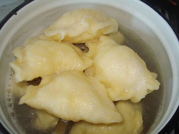 варим вареники с картошкой
