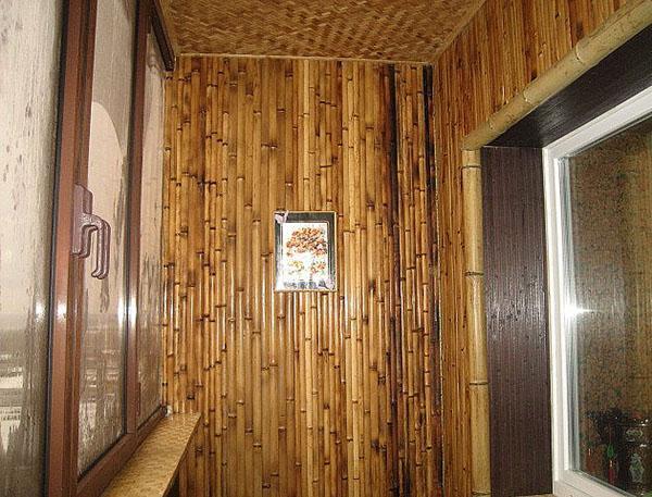 обшивка балкона бамбуком