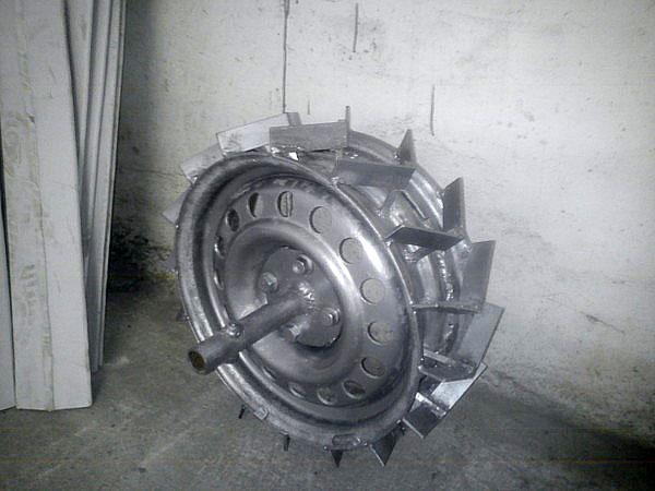 колесо с грунтозацепами
