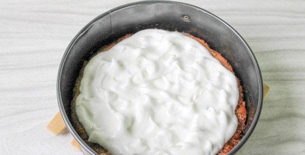 выложить белок на пирог