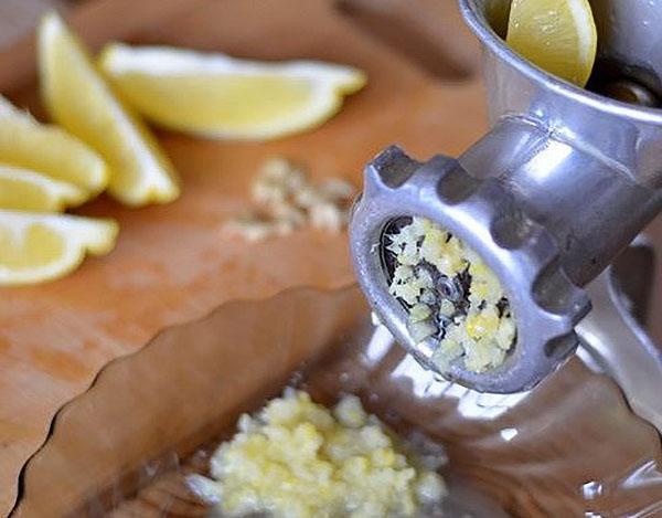 измельчить лимон