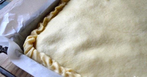 пирог готов к запеканию