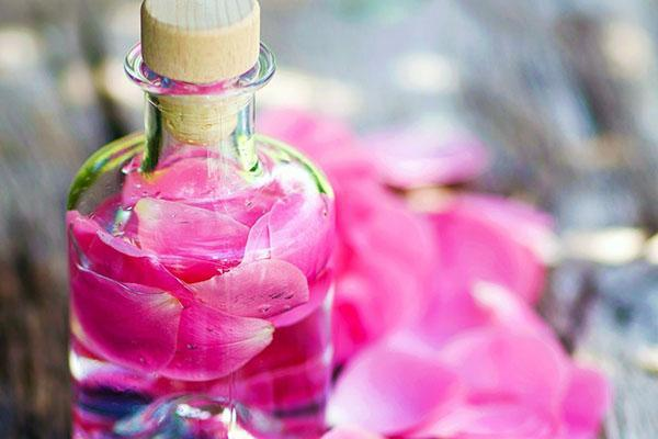 отправить розовую воду в холодильник