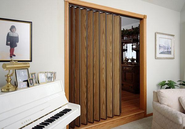 двери гармошка из дерева