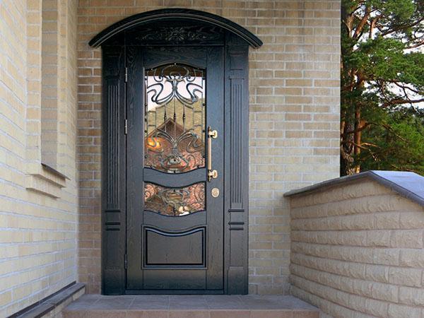 металлическая дверь со вставками стекла